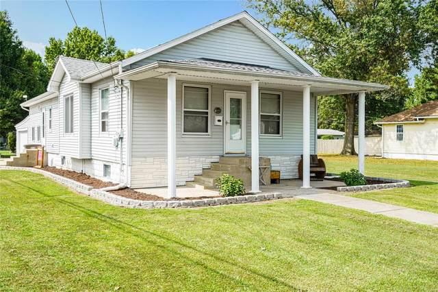 302 Harrington Street, CARLINVILLE, IL 62626 (#20067246) :: Tarrant & Harman Real Estate and Auction Co.