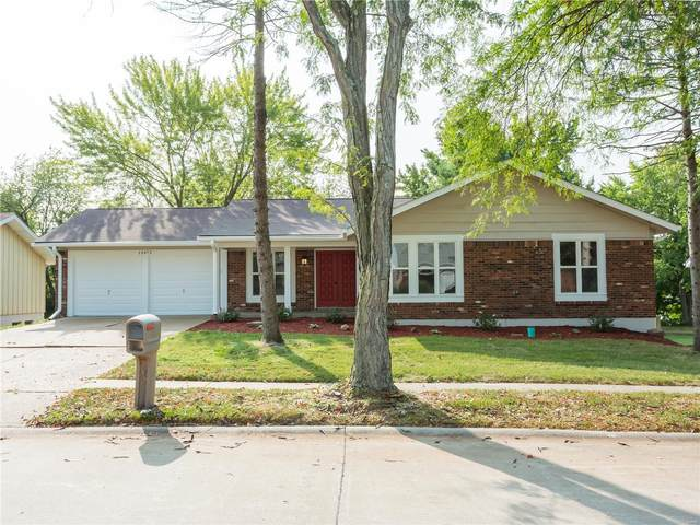 15472 Strollways, Chesterfield, MO 63017 (#20068525) :: Parson Realty Group