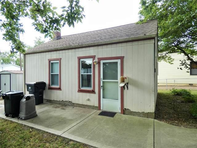 1922 E C, Belleville, IL 62221 (#20069376) :: Kelly Hager Group | TdD Premier Real Estate
