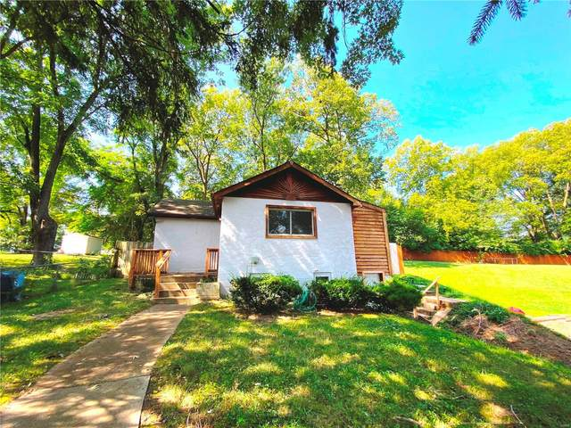 19 Reading Avenue, Maryland Heights, MO 63043 (#20069407) :: The Becky O'Neill Power Home Selling Team