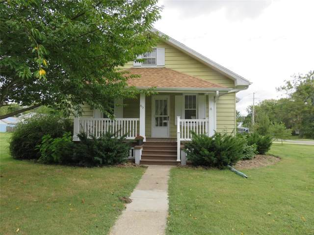 517 S Putnam, BUNKER HILL, IL 62014 (#20071061) :: Tarrant & Harman Real Estate and Auction Co.