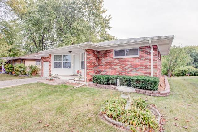16 S Embassy Drive, Fairview Heights, IL 62208 (#20072937) :: Parson Realty Group