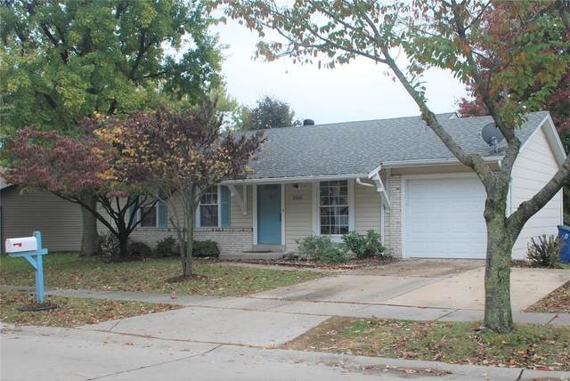 2419 Pheasant Run Drive Drive, Maryland Heights, MO 63043 (#20075020) :: Parson Realty Group