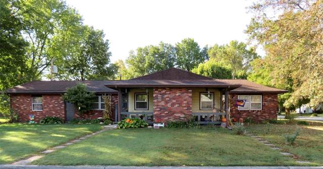 1510 28th Street, Highland, IL 62249 (#20075967) :: The Becky O'Neill Power Home Selling Team
