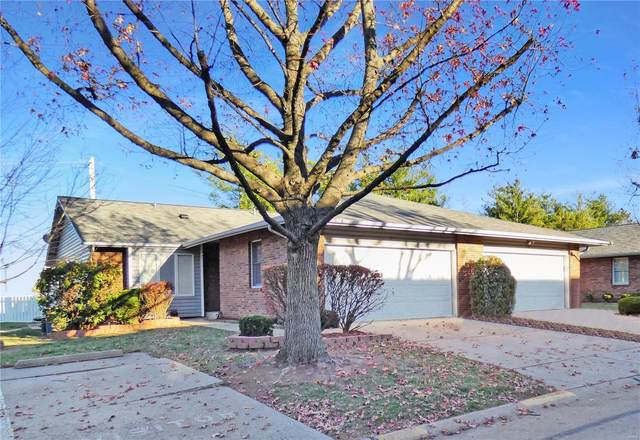 1711 Forest Hills Drive F, Saint Charles, MO 63303 (#20082858) :: Tarrant & Harman Real Estate and Auction Co.