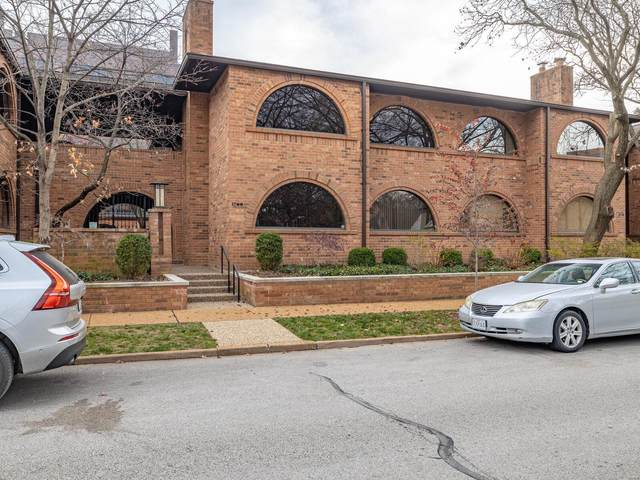 176 N Brentwood Boulevard, St Louis, MO 63105 (#20089182) :: Parson Realty Group