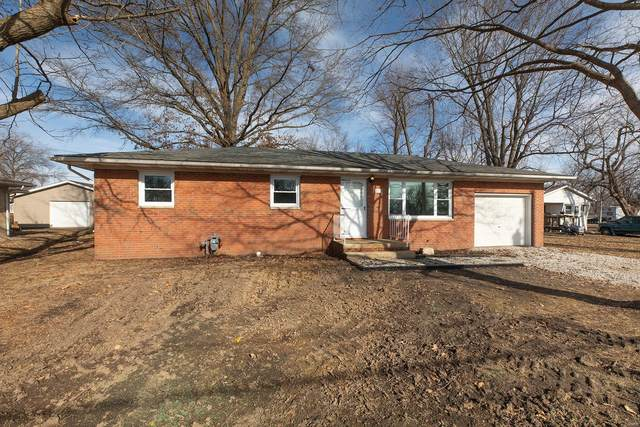 811 John, BUNKER HILL, IL 62014 (#21002509) :: The Becky O'Neill Power Home Selling Team