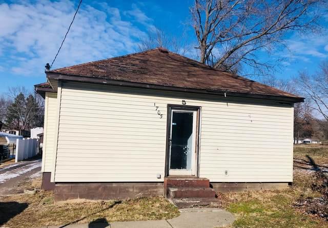 1705 E Poplar, WEST FRANKFORT, IL 62896 (#21009106) :: Clarity Street Realty