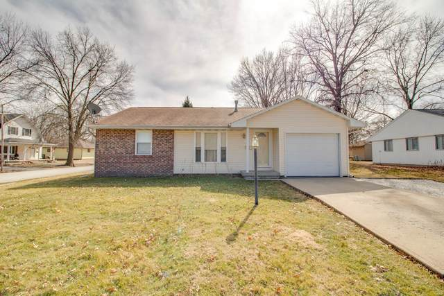 703 W North Street, GIRARD, IL 62640 (#21010000) :: The Becky O'Neill Power Home Selling Team