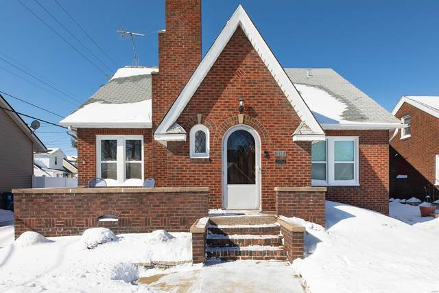 318 N Whitelaw Avenue, Wood River, IL 62095 (#21010150) :: Tarrant & Harman Real Estate and Auction Co.