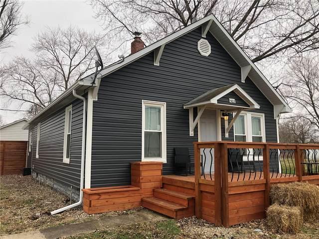 502 S Oak Street, PATOKA, IL 62875 (#21016295) :: Fusion Realty, LLC