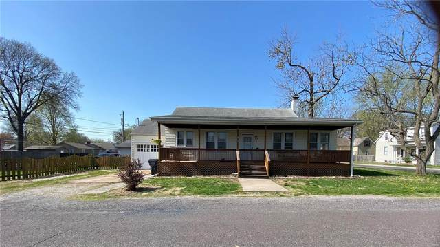 215 N Delaware, Belleville, IL 62221 (#21022357) :: Tarrant & Harman Real Estate and Auction Co.