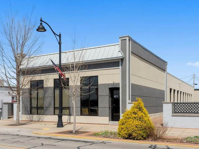 325 W Main Street, Belleville, IL 62220 (#21026071) :: Terry Gannon | Re/Max Results