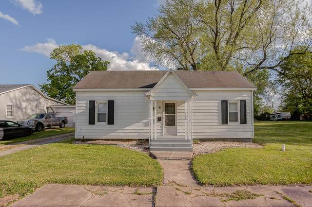 228 E North Street, STAUNTON, IL 62088 (#21028402) :: Tarrant & Harman Real Estate and Auction Co.