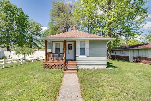 210 W Thomas Street, Roxana, IL 62084 (#21029350) :: Tarrant & Harman Real Estate and Auction Co.