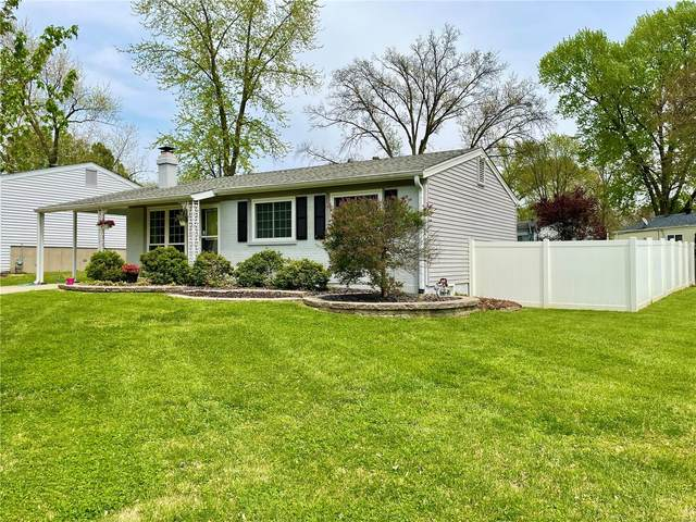 2806 Briarcote Lane, Maryland Heights, MO 63043 (#21029433) :: Parson Realty Group
