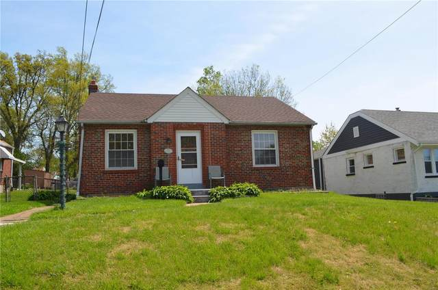 2370 S Milton Ave, Overland, MO 63114 (#21029706) :: Terry Gannon | Re/Max Results