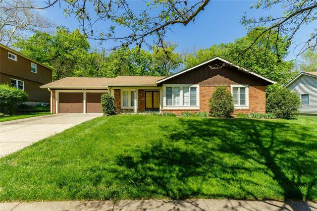 2033 Country Field Drive, Chesterfield, MO 63017 (#21029731) :: Parson Realty Group