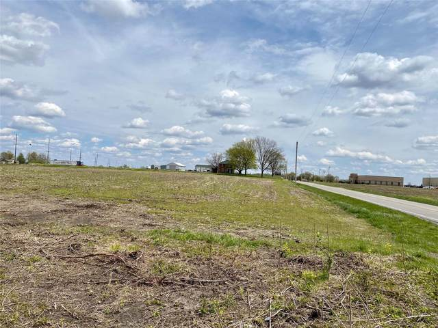 12000 Highland Road, Highland, IL 62249 (#21029759) :: The Becky O'Neill Power Home Selling Team