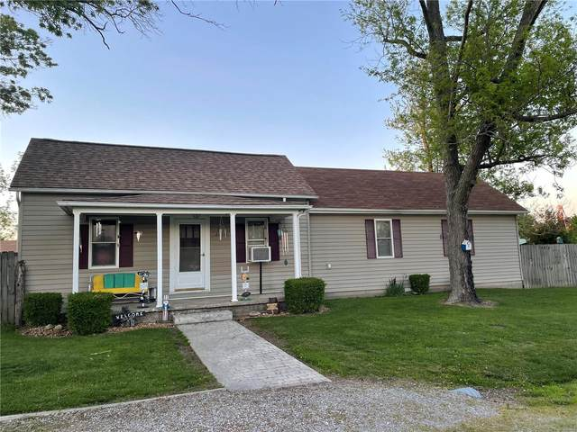 22131 Wetsell Street, NASHVILLE, IL 62263 (#21032440) :: Terry Gannon | Re/Max Results