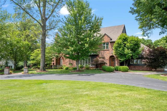 12941 Topping Estates Drive, Town and Country, MO 63131 (#21038673) :: Kelly Hager Group | TdD Premier Real Estate
