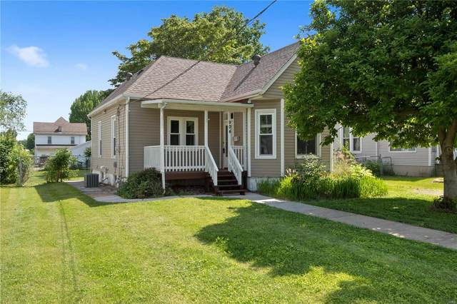 904 W Clay Street, Collinsville, IL 62234 (#21040002) :: Hartmann Realtors Inc.