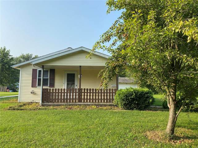 809 W 2nd St, ST ELMO, IL 62458 (#21041493) :: The Becky O'Neill Power Home Selling Team