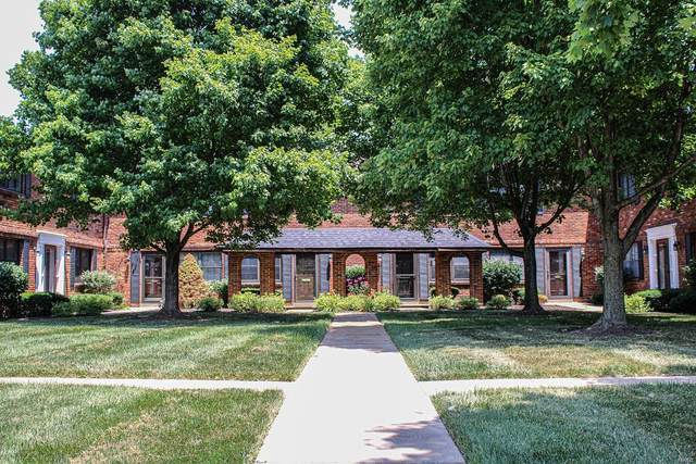 7935 Royal Arms Drive, St Louis, MO 63123 (#21042551) :: The Becky O'Neill Power Home Selling Team