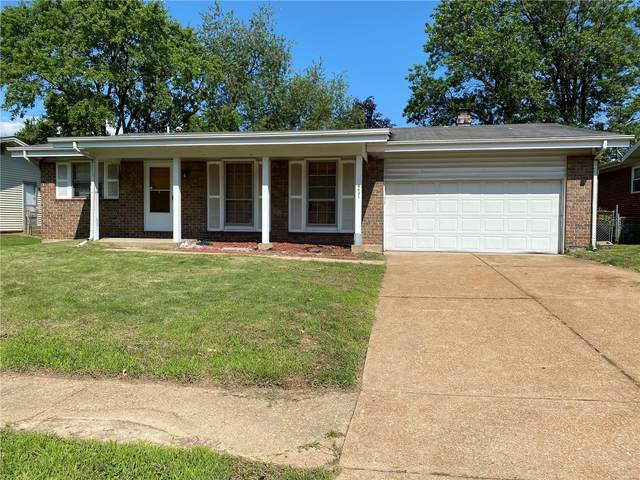 4431 Rhine, Florissant, MO 63033 (#21044430) :: Parson Realty Group