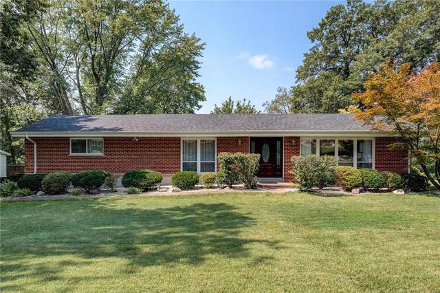 1 Seawood Court, Creve Coeur, MO 63146 (#21046478) :: Terry Gannon | Re/Max Results
