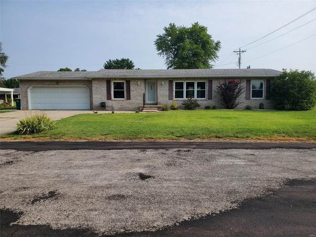 1011 Monroe Street, CARLYLE, IL 62231 (#21049803) :: RE/MAX Vision