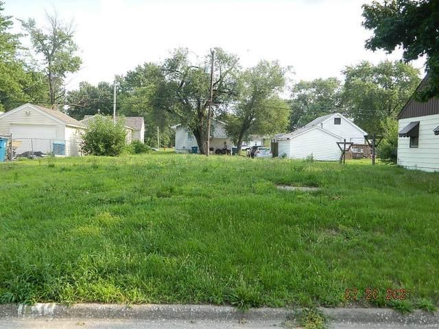 1134 E Ferguson Avenue, Wood River, IL 62095 (#21051831) :: Fusion Realty, LLC