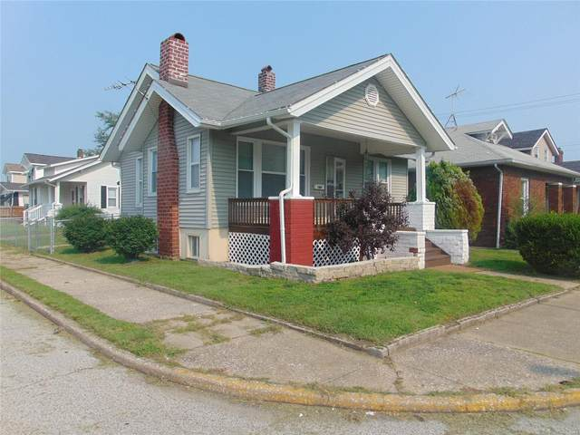 302 Whitelaw Avenue, Wood River, IL 62095 (#21052947) :: Innsbrook Properties