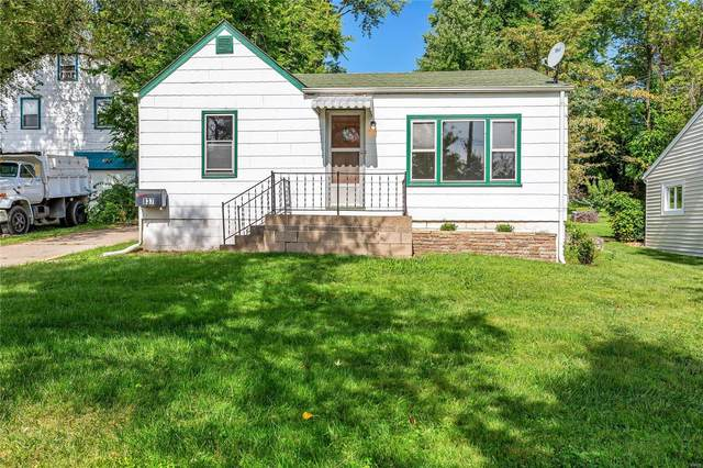 837 Cunningham Avenue, Saint Charles, MO 63301 (#21063198) :: Delhougne Realty Group