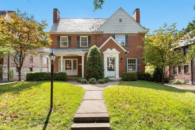 7526 Wellington Way, St Louis, MO 63105 (#21068776) :: Finest Homes Network