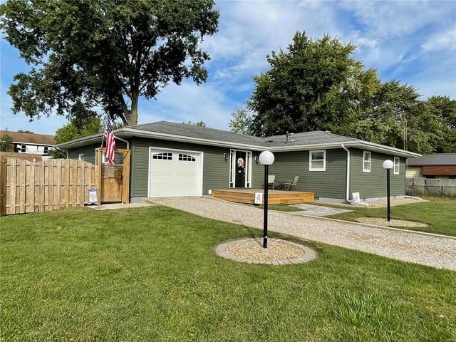 703 Chestnut Street, Hillsboro, IL 62049 (#21071148) :: Fusion Realty, LLC