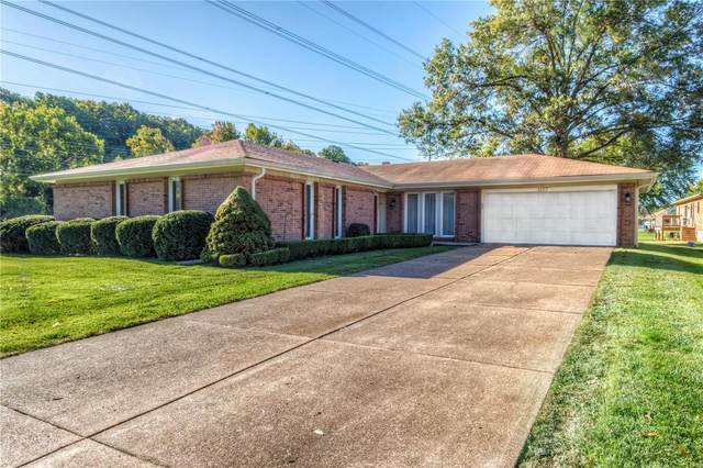 1253 Ponchartrain Lake Drive, Chesterfield, MO 63017 (#21074767) :: Matt Smith Real Estate Group