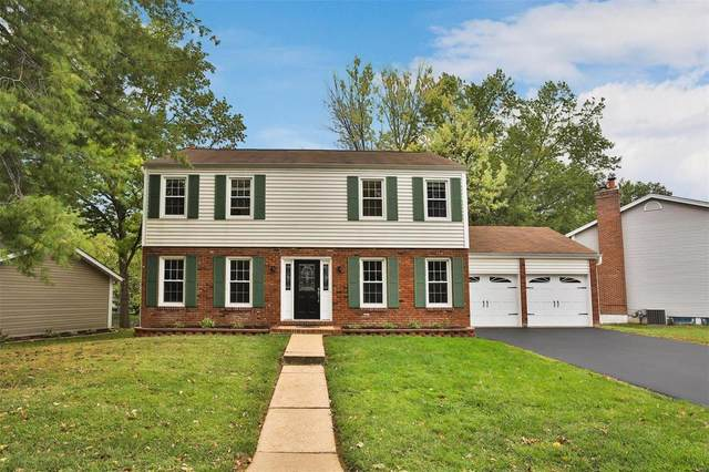 15768 Carriage Hill Drive, Chesterfield, MO 63017 (#21076637) :: Delhougne Realty Group