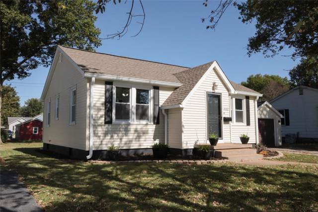 1023 W Poplar Street, Mascoutah, IL 62258 (#19075559) :: Holden Realty Group - RE/MAX Preferred