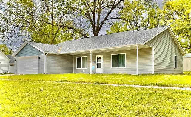 915 10th Street, CARLYLE, IL 62231 (#20030630) :: Parson Realty Group