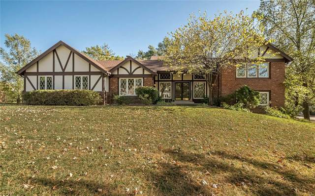 2302 Clifton Forge Drive, Town and Country, MO 63131 (#20059562) :: Kelly Hager Group | TdD Premier Real Estate