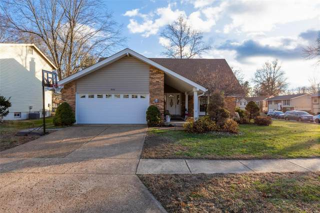 846 Village Meadow Drive, Ballwin, MO 63021 (#20085096) :: RE/MAX Vision