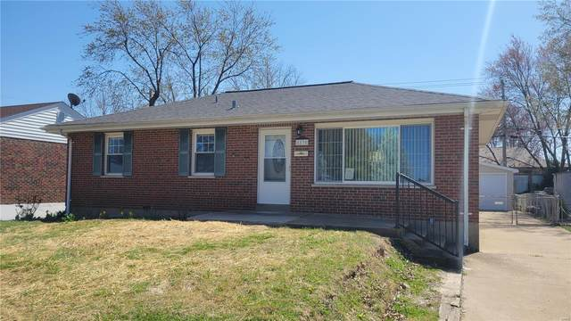 8830 Ione Lane, St Louis, MO 63123 (#21016949) :: Clarity Street Realty