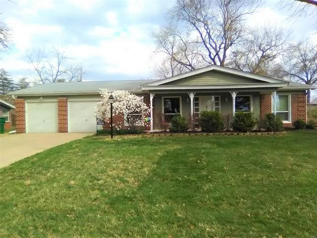 956 Flair Court, St Louis, MO 63146 (#21031034) :: The Becky O'Neill Power Home Selling Team