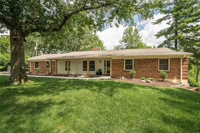 11831 Point Oak Drive, Des Peres, MO 63131 (#21048515) :: Clarity Street Realty