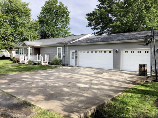 1119 E Macoupin Street, STAUNTON, IL 62088 (#19037570) :: The Becky O'Neill Power Home Selling Team