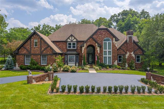 13516 Weston Park Drive, Town and Country, MO 63131 (#21055611) :: Peter Lu Team