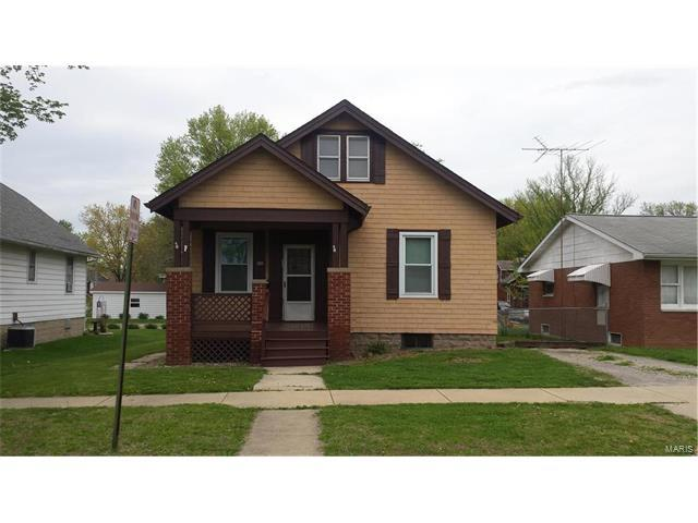 1405 8th Street, Highland, IL 62249 (#17005948) :: Fusion Realty, LLC