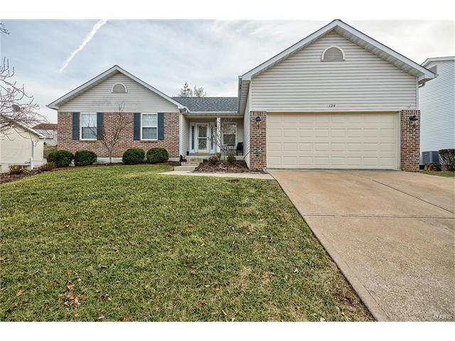 124 Winter Park Court, Fenton, MO 63026 (#17038388) :: The Becky O'Neill Power Home Selling Team