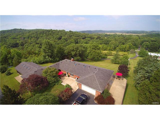 124 Tall Oaks Drive, Eureka, MO 63025 (#17040154) :: The Becky O'Neill Power Home Selling Team